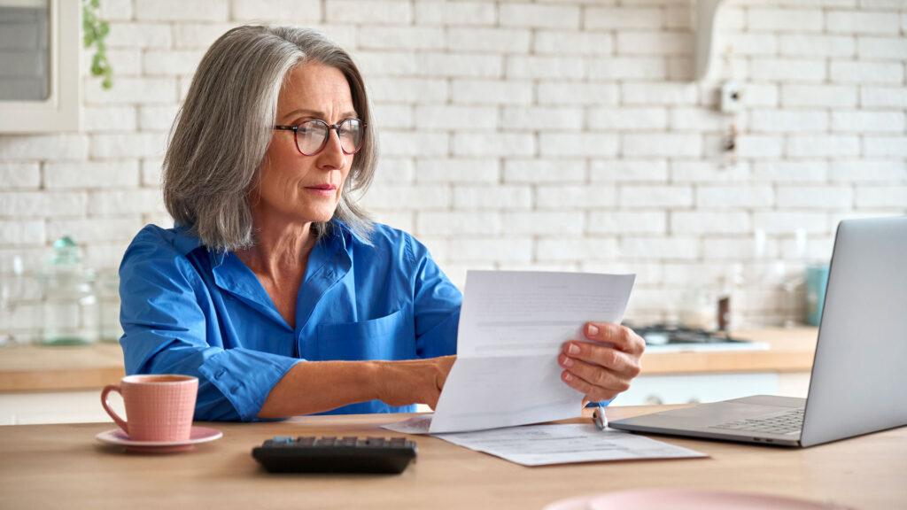 Complémentaire santé senior : prix et garanties doivent être étudiés en détails