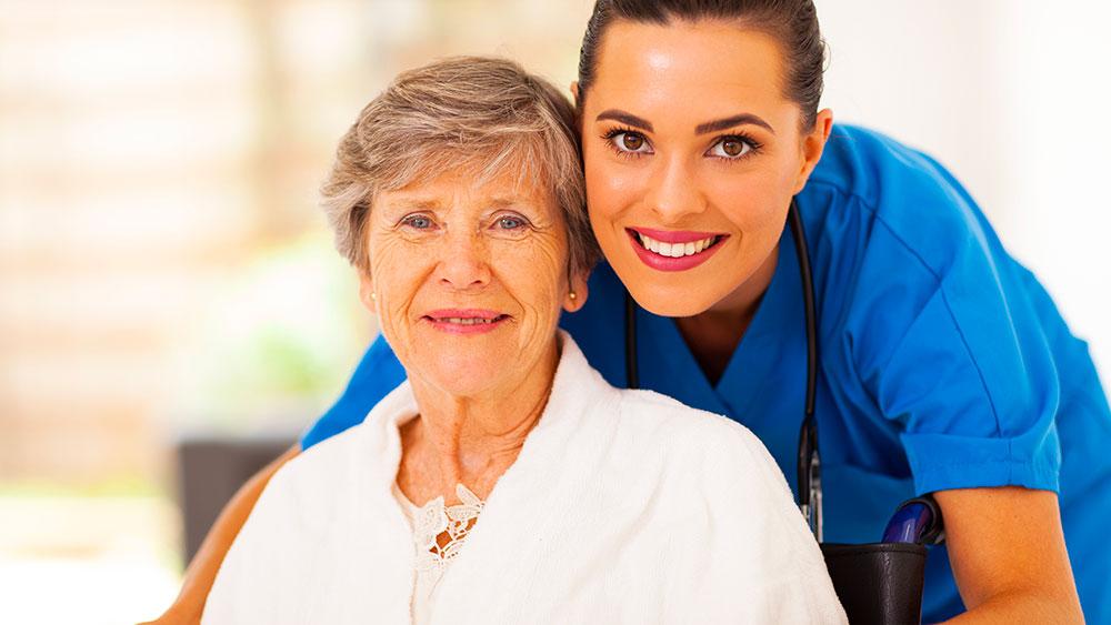 Une personne âgée a besoin d'une mutuelle en EHPAD